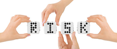 Hands-and-dices-Risk